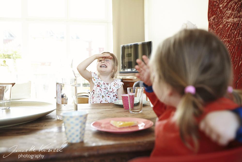 Lustige Babybilder, Familienfotograf Berlin Prenzlauer Berg, Familienfotografin, Familienfotos zu Hause