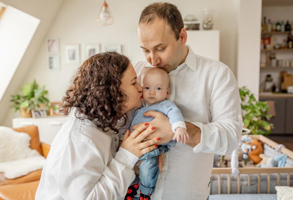 Baby & Familien Fotograf in Berlin Prenzlauer Berg, familienshooting mit baby