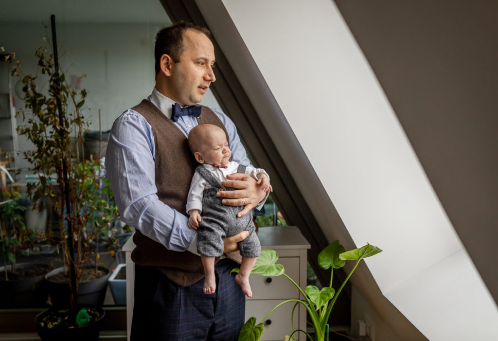 Baby & Familien Fotograf in Berlin Prenzlauer Berg, Fotoshooting Vater mit Baby