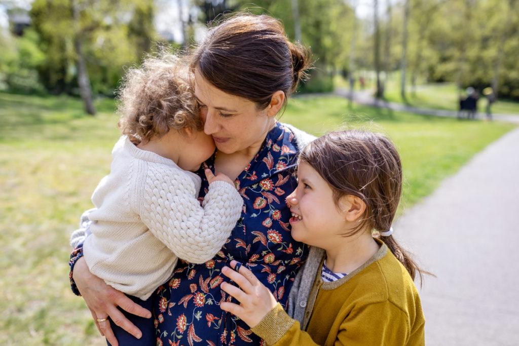 Familienfotos und Babybauch Shooting im Thielpark im Berlin Zehlendorf