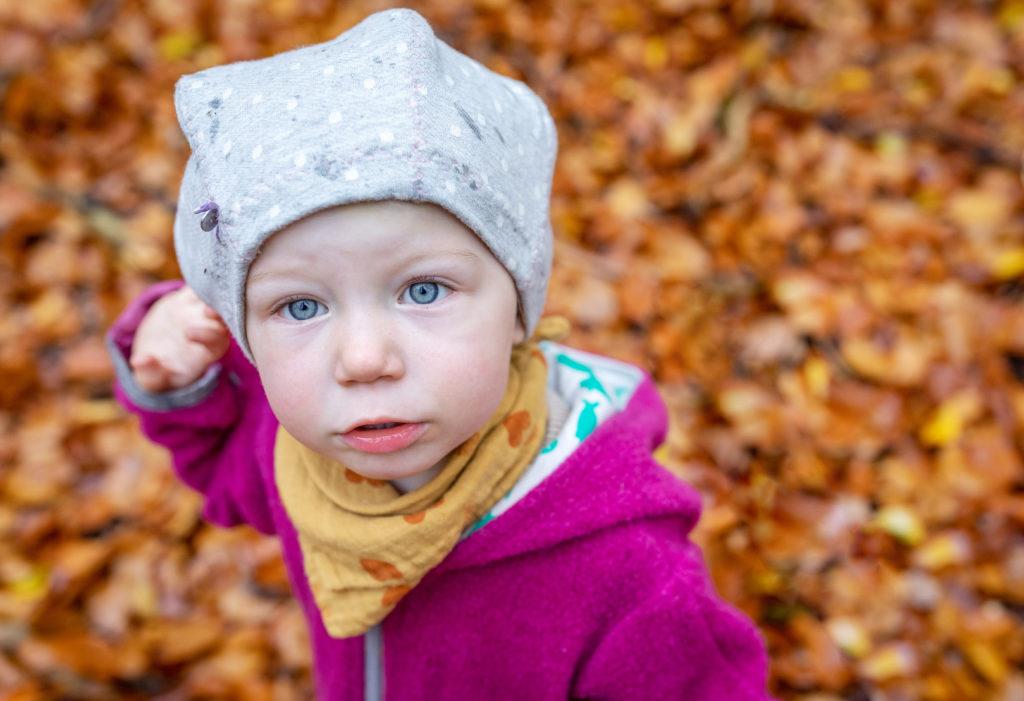 Outdoor Fotoshooting Berlin im Herbst mit der Familie Kinderfotograf Berlin