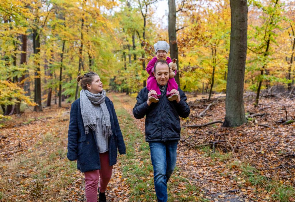 Outdoor Fotoshooting Berlin im Herbst mit der Familie, Familienfotograf